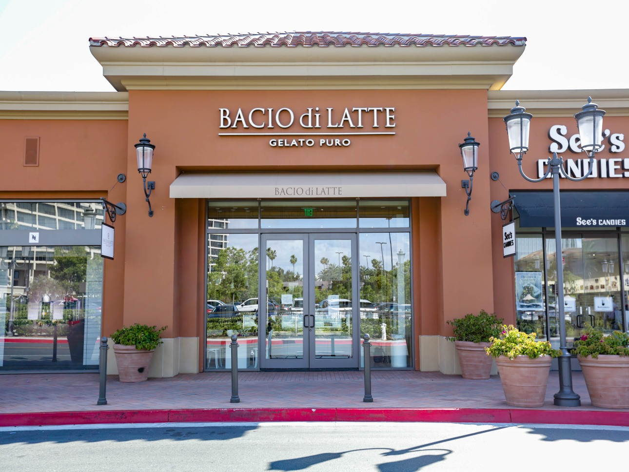 Commercial Lighting - Bacio Di Latte Exterior
